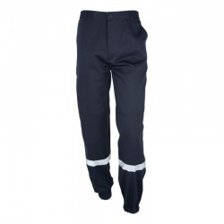 Pantalon cargo de sécurité incendie en polyester et coton, composé de 4 poches et équipé de bandes réfléchissantes.